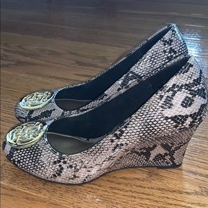 FIONI wedge faux snake skin shoes 6 1/2